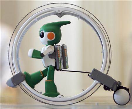 Panasonic's ''Evolta'' run robot, powered by the company's Evolta rechargable batteries, is demonstrated during a news conference in Tokyo September 15, 2011. REUTERS/Yuriko Nakao