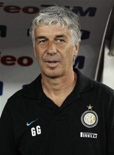Inter Milan's coach Gian Piero Gasperini looks during the TIM trophy soccer match against Juventus at the San Nicola stadium in Bari August 18, 2011. REUTERS/Alessandro Garofalo