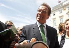 <p>Former Governor of California Arnold Schwarzenegger shakes hands with fans at Ballhausplatz in Vienna, June 21, 2011. REUTERS/Lisi Niesner</p>