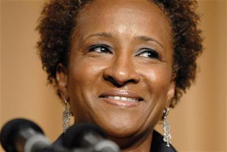Actress Wanda Sykes speaks during the White House Correspondents' Association Dinner in Washington May 9, 2009. REUTERS/Jonathan Ernst
