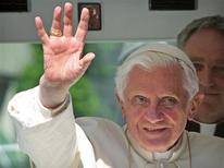 <p>Pope Benedict XVI waves to wellwishers as he arrives in his Popemobile at the Freiburger Cathedral (Freiburg Minster) in the southwest German town of Freiburg September 24, 2011. REUTERS/Daniel Roland/Pool</p>