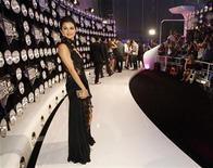<p>La cantante Selena Gomez a su llegada a la entrega de los premios MTV Video Music Awards en Los Angeles, ago 28 2011. La actriz y cantante estadounidense Selena Gomez conducirá los premios MTV Europa el 6 de noviembre en Belfast, dijo el lunes la cadena musical. REUTERS/Mario Anzuoni</p>