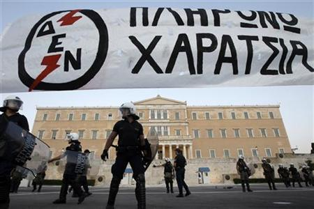 Riot police stand guard in front of the parliament during a rally against the government's new austerity measures in Athens, September 25, 2011. REUTERS/John Kolesidis