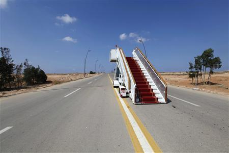 An abandoned VIP stairway is seen on a road at the airport in Sirte, which is now under the control of anti- Gaddafi fighters, September 29, 2011. REUTERS/Anis Mili