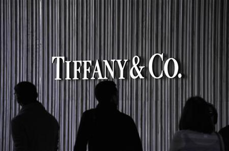 Visitors walk by a Tiffany & Co. Store at Santa Monica Place in Santa Monica, California November 26, 2010. REUTERS/Phil McCarten
