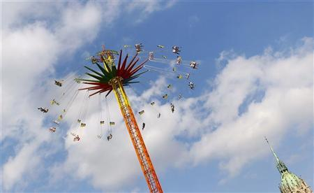 Visitors ride a swing carousel during the Munich Oktoberfest September 23, 2011. REUTERS/Michael Dalder