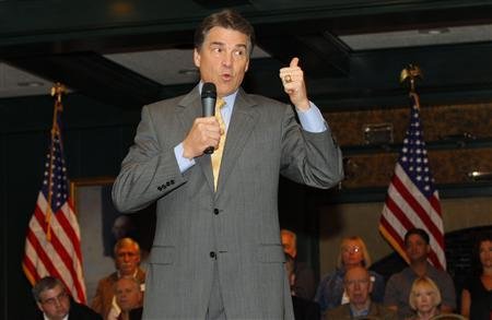 Republican presidential candidate Texas Governor Rick Perry speaks to voters at an economic forum in Hampton, New Hampshire October 1, 2011. REUTERS/Adam Hunger