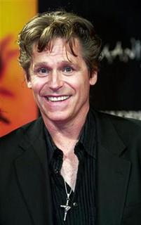 Actor Jeff Conaway arrives at the international gala premiere of Cirque du Soleil's new show ''Zumanity'' at the New York-New York Hotel & Casino in Las Vegas, Nevada, September 20, 2003. REUTERS/Ethan Miller
