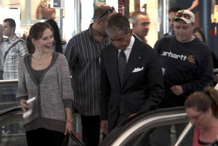 U.S. student Amanda Knox smiles at the Leonardo Da Vinci airport in Fiumicino October 4, 2011. REUTERS/ANSA/TELENEWS