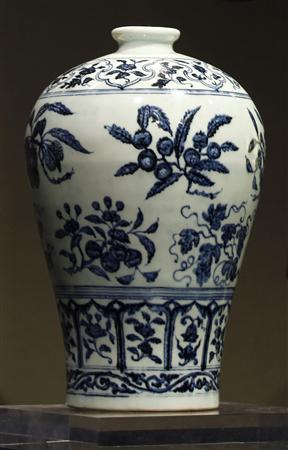 A blue and white vase with fruit sprays, Meiping Ming Dynasty, is displayed at a Sotheby's preview in Hong Kong in this September 7, 2011 file photo. REUTERS/Bobby Yip/Files
