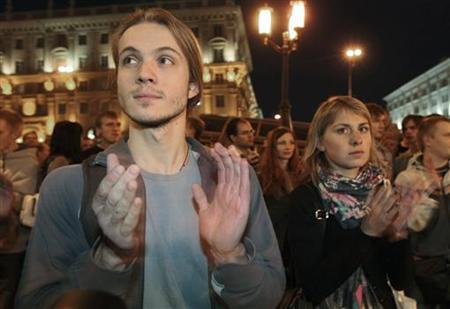 People applaud as they participate in a peaceful protest in Minsk, September 21, 2011. REUTERS/Vasily Fedosenko