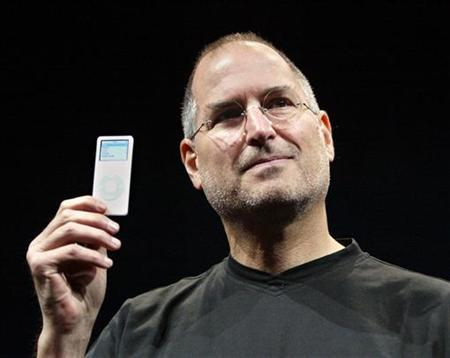 Apple CEO Steve Jobs holds up the new iPod Nano after introducing it at an event in San Francisco, California in this September 7, 2005 file photo. REUTERS/Lou Dematteis