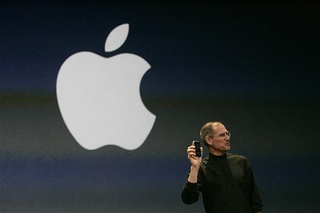 Apple Computer Inc. Chief Executive Officer Steve Jobs holds the new iPhone in San Francisco, California in this January 9, 2007, file photo. REUTERS/Kimberly White