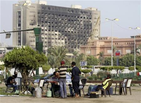 Egyptian street vendors are seen in the main garden in Tahrir Square during a sit-in in Cairo, October 1, 2011. REUTERS/Mohamed Abd El-Ghany