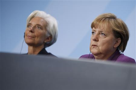 International Monetary Fund (IMF) Managing Director Christine Lagarde (L) and German Chancellor Angela Merkel attend a news conference after meeting to discuss reform of the international monetary system in Berlin October 6, 2011. REUTERS/Thomas Peter