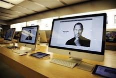 <p>The homepage of apple.com shows the obituary of former Apple CEO Steve Jobs on iMac computer screens at an Apple Store, one of the first ever to open, in Glendale, California October 5, 2011. REUTERS/Danny Moloshok</p>