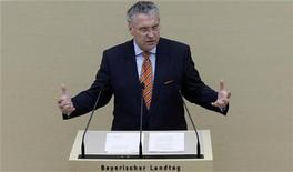 <p>Bavarian Interior Minister Joachim Herrmann gives a government policy statement at the Bavarian state parliament about the attack on regional police chief Alois Mannichl in Munich December 16, 2008. REUTERS/Michael Dalder</p>