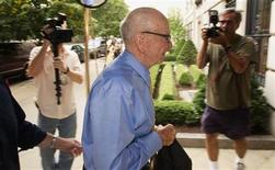 <p>News Corporation Chairman and Chief Executive Rupert Murdoch (C) arrives at his home in New York July 20, 2011. REUTERS/Lucas Jackson</p>