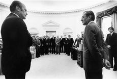 <p>William Colby (R) and President Gerald Ford and his Cabinet and Colby Family are pictured in the Oval Office at the White House as Colby receives the National Security Medal in this 1976 handout photograph. REUTERS/First Run Features/Handout</p>
