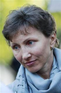 Marina Litvinenko, the wife of murdered Russian spy Alexander Litvinenko, attends a rally near the Russian Embassy, in London August 31, 2010. REUTERS/Luke MacGregor