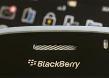 <p>A Blackberry smartphone is displayed in this August 12, 2010 illustrative photo taken in Hong Kong. REUTERS/Bobby Yip</p>