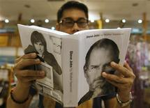 <p>Eric Calderon, an Apple fan who said he owns most of the company's products, browses through the biography of Steve Jobs, sold at a bookstore in Quezon City, Metro Manila October 24, 2011. REUTERS/Cheryl Ravelo</p>