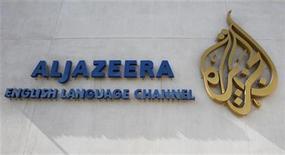 <p>Foto del logo de la cadena Al Jazeera en las oficinas de Doha. Al Jazeera, con sede en Qatar, lanzará un canal sobre noticias deportivas en todo Oriente Medio el próximo mes, dijo el jueves en un comunicado. Feb 7, 2011. REUTERS/ Fadi Al-Assaad</p>