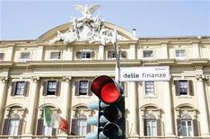 <p>Le ministère des Finances à Rome. Le coût des emprunts d'Etat italiens à 10 ans a dépassé vendredi 6% pour la première fois depuis le lancement de l'euro, traduisant les inquiétudes persistantes de certains investisseurs au lendemain de l'accord de Bruxelles sur la crise de la dette. /Photo d'archives/REUTERS/Alessandro Bianchi</p>