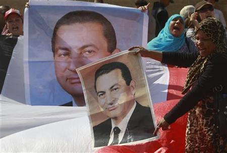 Supporters of Egypt's former president Hosni Mubarak shout outside the police academy, where Mubarak's trial is taking place, in Cairo September 24, 2011. REUTERS/Amr Abdallah Dalsh
