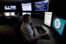 <p>Analysts work in a watch and warning center of a cyber security defense lab at the Idaho National Laboratory in Idaho Falls, Idaho September 29, 2011. REUTERS/Jim Urquhart</p>