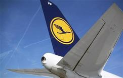 <p>The tail of of Germany's Deutsche Lufthansa aircraft is pictured at Frankfurt Airport April 7, 2010. REUTERS/Johannes Eisele</p>