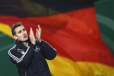 Germany's team captain Miroslav Klose applauds to supporters after their friendly football match against the Netherlands in Hamburg, November 15, 2011. REUTERS/Kai Pfaffenbach