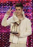 <p>El cantante adolescente Justin Bieber durante la entrega de los premios Bambie en Wiesbaden, Alemania, nov 10 2011. La mujer que aseguraba que el cantante adolescente Justin Bieber tuvo un hijo con ella ha retirado la demanda de paternidad, dijo una fuente cercana al caso el miércoles. REUTERS/Wolfgang Rattay</p>