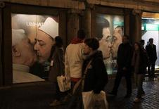 <p>People stroll in front of the Benetton store in downtown Rome November 16, 2011. REUTERS/Stefano Rellandini</p>