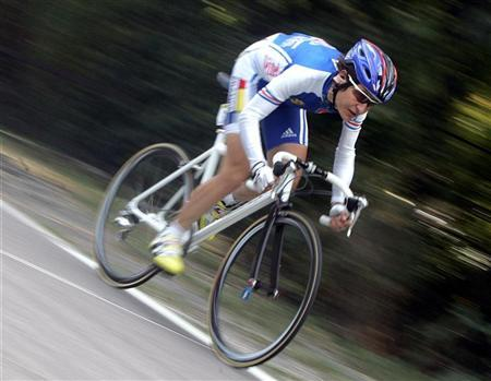 French Jeannie Longo Ciprelli rides during the 132.75 km Women's UCI World Road cycling championships in Verona northern Italy, October 2 , 2004.