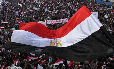 Supporters of the Egyptian Armed Forces shout slogans and wave Egyptian national flags on a road near the defence ministry, headquarters of the Supreme Council of the Armed Forces, at Abbasiya square in Cairo November 25, 2011. REUTERS-Amr Abdallah Dalsh