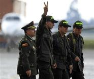 <p>Colombian police sergeant Luis alberto Erazo gestures upon his arrival at the airport in Bogota November 27, 2011. REUTERS/John Vizcaino</p>