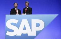 <p>CEOs of German software group SAP Bill McDermott (R) and Jim Hagemann Snabe pose prior to the company's general shareholder assembly in Mannheim, May 25, 2011. REUTERS/Alex Domanski</p>