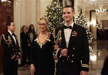 <p>La actriz Meryl Streep a su llegada a la entrega de los Premios Kennedy en Washington, dic 4 2011. El presidente de Estados Unidos, Barack Obama, reveló un enamoramiento secreto y Caroline Kennedy entonó la canción que lleva su apellido en la entrega de los Premios Kennedy, que reconocieron a la actriz Meryl Streep y al cantante Neil Diamond. REUTERS/Yuri Gripas</p>