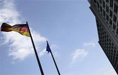 <p>Le siège de la Banque d'Allemagne à Francfort. La Bundesbank a fortement réduit vendredi sa prévision de croissance pour 2012, tablant désormais sur une progression de 0,6% alors qu'elle l'estimait à 1,8% en juin dernier. /Photo prise le 2 mai 2011/REUTERS/Kai Pfaffenbach</p>