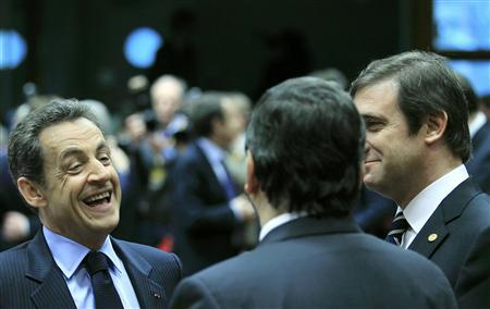 France's President Nicolas Sarkozy (L) talks with European Commission President Jose Manuel Barroso (C) and Portugal's Prime Minister Pedro Passos Coelho (R) during a European Union summit in Brussels December 9, 2011. REUTERS/Yves Herman
