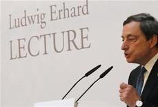 <p>European Central Bank (ECB) President Mario Draghi gives the Ludwig Erhard Lecture discussion in Berlin, December 15, 2011. REUTERS/Fabrizio Bensch</p>
