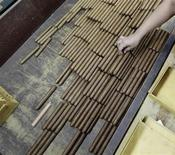 <p>A worker sorts cigars at the Partagas cigar factory in Havana in this February 24, 2011 file photo. REUTERS/Desmond Boylan/Files</p>