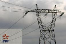 <p>Le titre EDF figure au rang des valeurs à suivre ce jeudi à la Bourse de Paris. L'électricien français est confiant dans la décision que prendra la Consob, l'autorité des marchés italiens, sur son projet de prise de contrôle d'Edison, a déclaré son PDG Henri Proglio dans un entretien publié jeudi par le quotidien italien Il Sole 24 Ore. /Photo d'archives/REUTERS/Vincent Kessler</p>