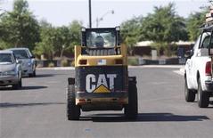<p>A worker drives a Caterpillar tractor near a construction site in Gilbert, Arizona October 20, 2009. REUTERS/Joshua Lott</p>