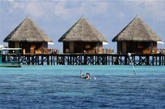 <p>Tourists huts stand on a reef at a resort island at the Male Atoll December 8, 2009. REUTERS/Reinhard Krause</p>