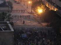 <p>Troops stand guard behind a wall they built to separate them from protesters, during clashes between troops and protesters near the cabinet offices, in Cairo December 18, 2011. REUTERS/Asmaa Waguih</p>
