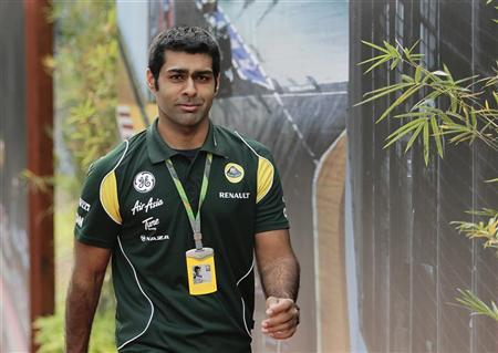 Lotus Formula One reserve driver Karun Chandhok of India arrives for the third practice session of the Singapore F1 Grand Prix at the Marina Bay street circuit in Singapore September 24, 2011. REUTERS/Tim Chong