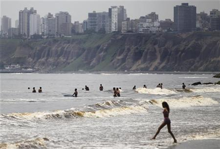 People swim at the Agua Dulce beach in Lima March 11, 2011. REUTERS/Enrique Castro-Mendivil