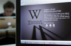<p>'encyclopédie participative en ligne Wikipedia a fermé son site internet en langue anglaise durant la journée de mercredi, afin de protester contre un projet de loi américain. En outre, Google et d'autres sites ont utilisé des barres noires - symbole de censure - pour attirer l'attention sur ce qui, jusqu'à récemment, était encore un projet de loi obscur et très technique visant à réduire l'accès à des sites internet à l'étranger qui permettent le téléchargement illégal. /Photo prise le 18 janvier 2012/REUTERS/Yves Herman</p>